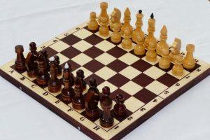 Настольная игра Шахматы турнирные лакированные в комплекте с темной доской Е-7